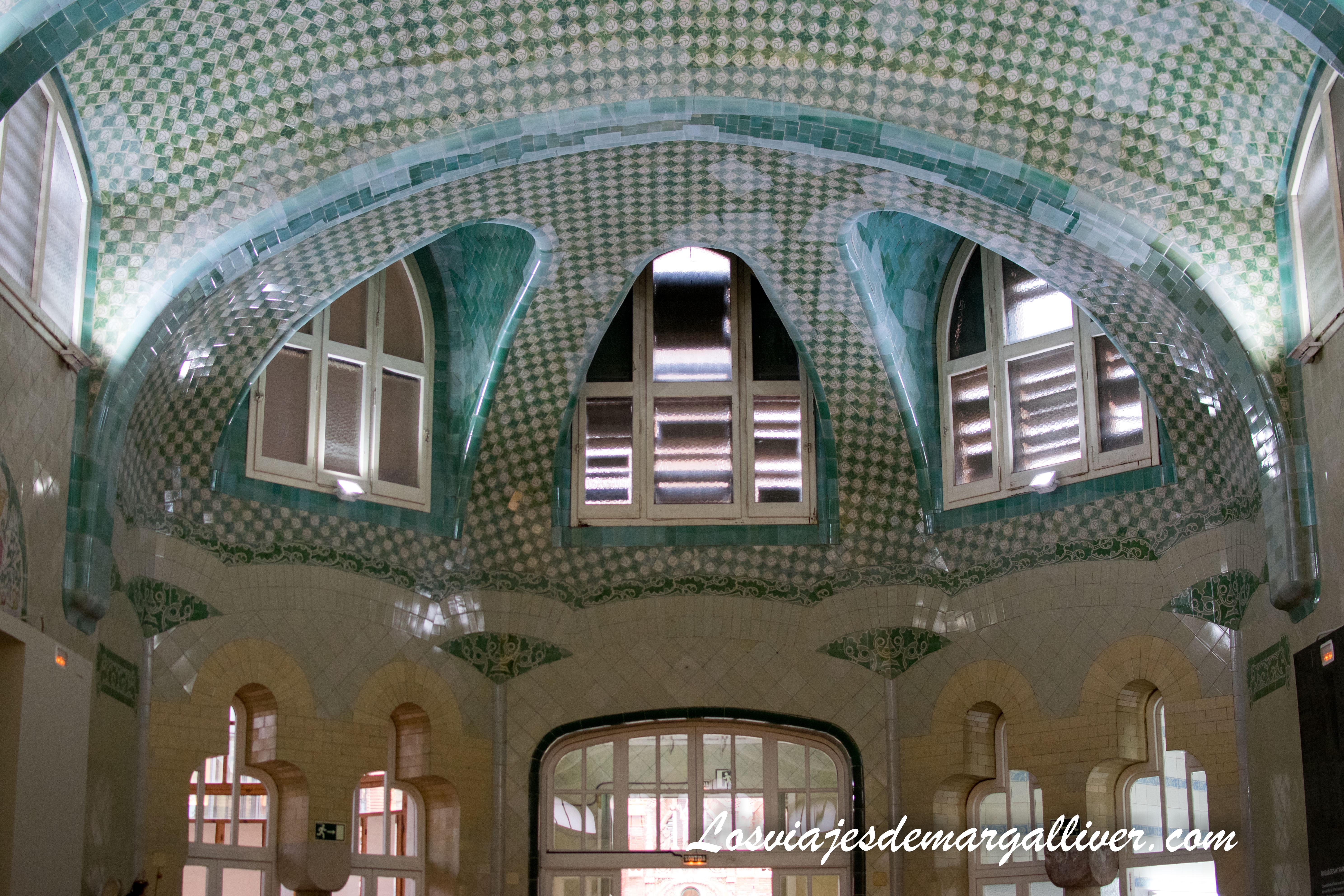 Techo de una de las salas que vimos al visitar el Hospital de Sant Pau de Barcelona - Los viajes de Margalliver